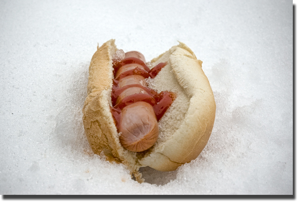 Hotdog_in_snow
